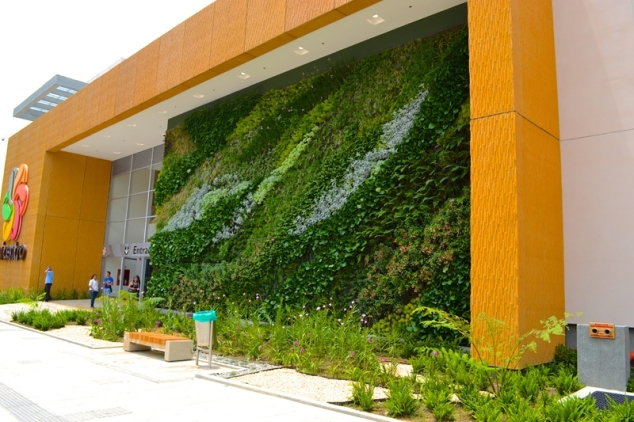 Fachada-vegetal-Unicentro-Armenia-Paisajismo-urbano-jardines-verticales-groncol-muros-vegetales-colombia-ignacio-solano