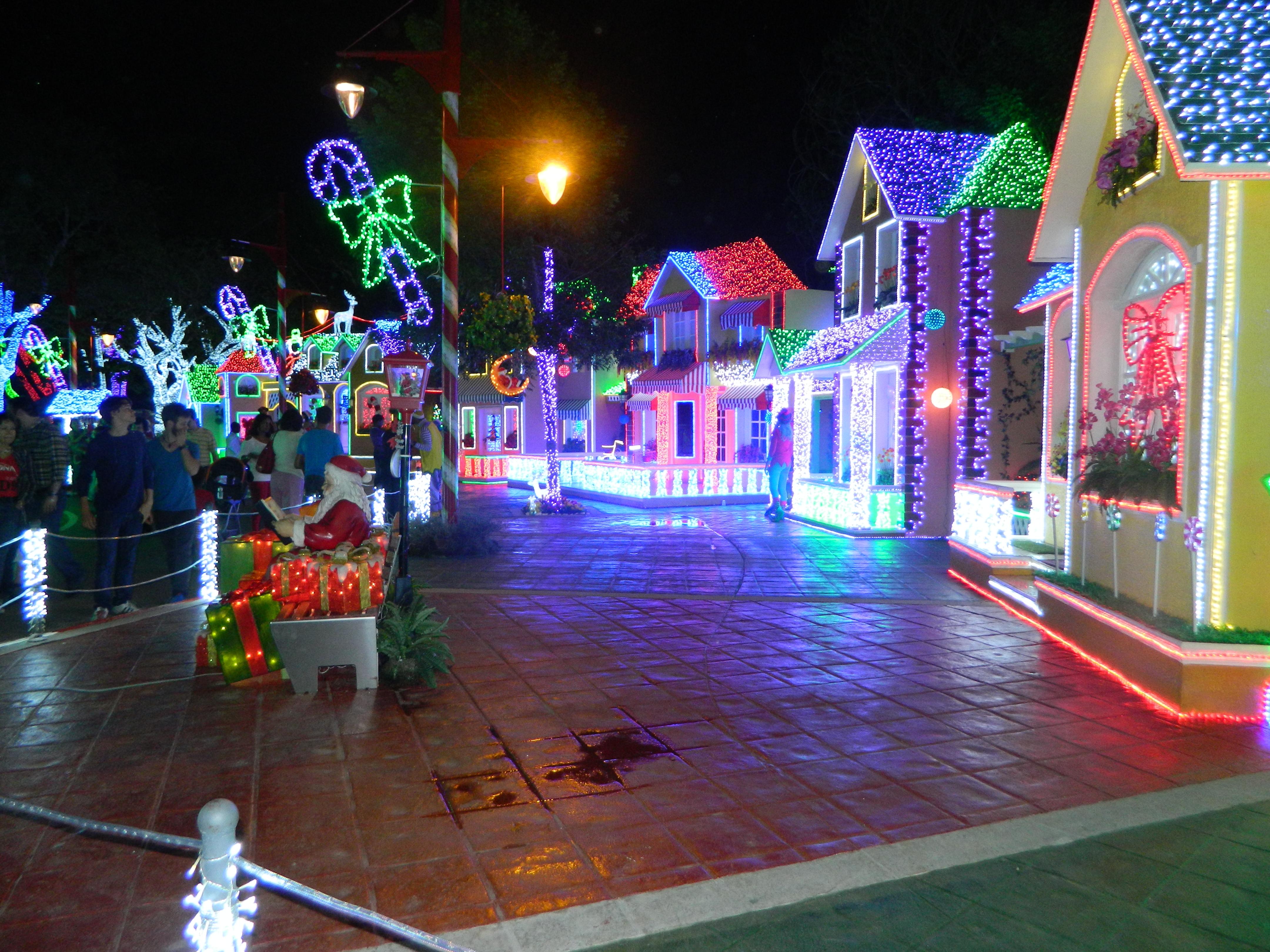Brillante navidad decoremos con kiki - Imagenes de casas adornadas con luces de navidad ...
